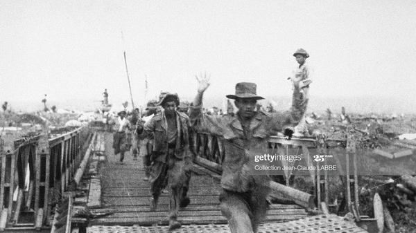 Khoảnh khắc tuyệt vọng của tù binh Pháp bị bắt ở Điện Biên Phủ