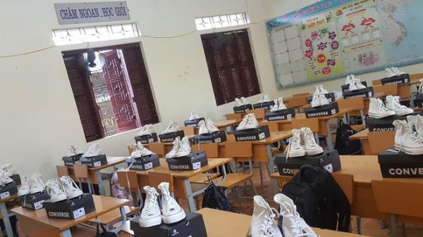 Mạnh tay chi tiền mua giày kỷ niệm, lớp học ở Điện Biên khiến dân mạng ghen tị xen lẫn thích thú