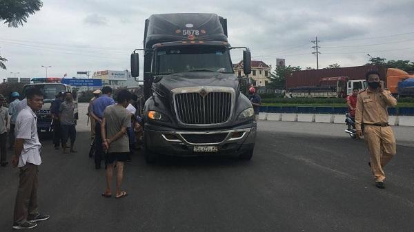 Hải Dương: Va chạm với xe container, 2 người tử vong tại chỗ