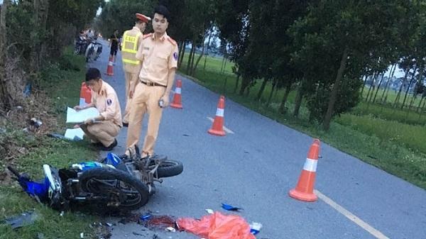 Xe máy tông nhau, hai người bị thương nặng