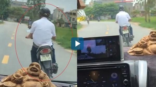 Hải Dương: Người chạy xe máy ép ô tô, không cho vượt mặt