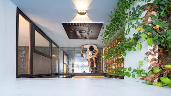 Ngôi nhà phố lấy cảm hứng từ thác nước mang đến cuộc sống an lành, thư thái cho gia đình 3 thế hệ ở Hải Dương