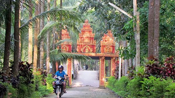 Hậu Giang: Sắc xanh phủ kín chùa Khmer ở Long Mỹ