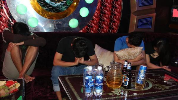 Lại phát hiện nhóm nam nữ 9x ngụ tại Hậu Giang sử dụng ma túy trong quán karaoke