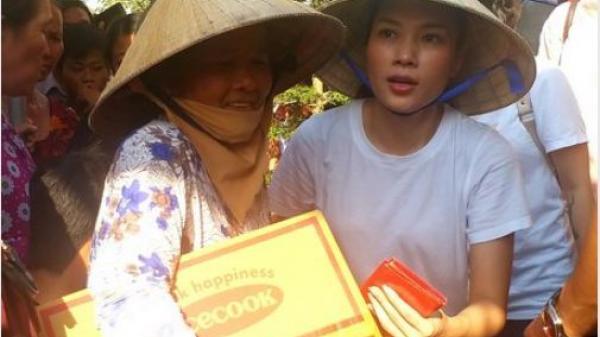 Ca sĩ Mỹ Tâm về Vĩnh Long trao quà cho bà con nghèo ăn Tết