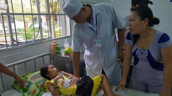 Vụ ngộ độc sữa ở Hậu Giang: Vẫn còn nhiều học sinh nằm viện