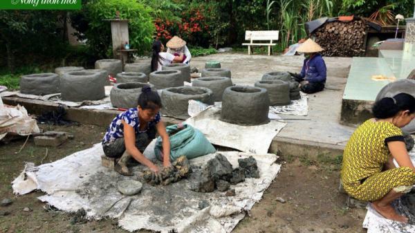 Hậu Giang: Phụ nữ Phụng Hiệp đắp lò đốt rác bảo vệ môi trường