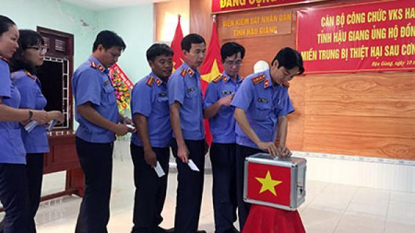 Hậu Giang: Quyên góp ủng hộ đồng bào miền Trung