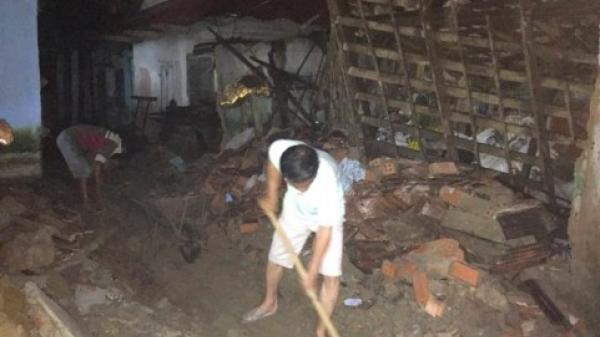 Căn nhà đổ sập đè lên ba người đang ăn cơm