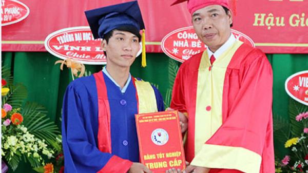 Hậu Giang: Các Trường Trung cấp họp mặt 20/11, phát bằng tốt nghiệp cho học viên