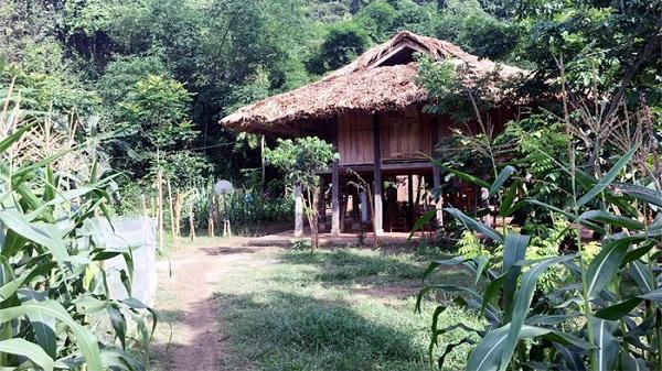 Bí ẩn khu du lịch homestay sâu trong lòng hồ sông Đà