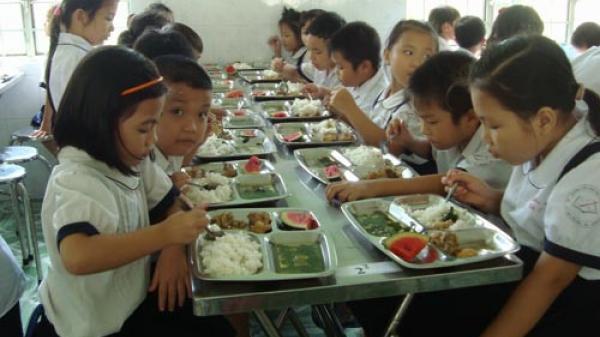 Hòa Bình quy định tỷ lệ khoán kinh phí phục vụ nấu ăn cho học sinh