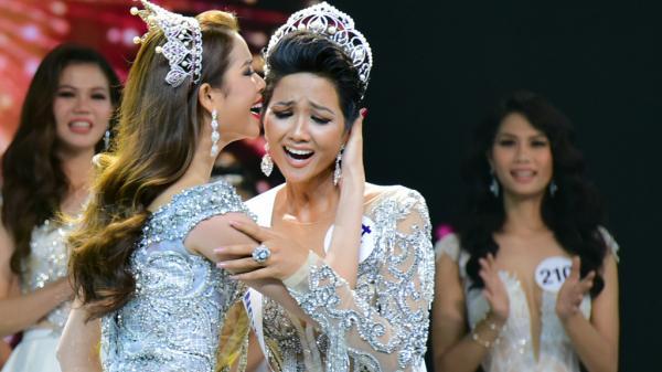 Khoảnh khắc đăng quang của Tân Hoa hậu Hoàn vũ Việt Nam 2017