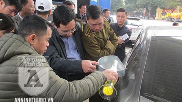 [Nóng] Petrolimex được 'giải oan', khách hàng công nhận bình xăng ôtô 70l 'ních' được 81,9l
