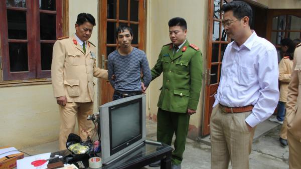 Lương Sơn (Hòa Bình): Bắt 3 đối tượng vận chuyển trái phép hơn 2 kg ma túy đá và hơn 1 nghìn viên ma túy tổng hợp