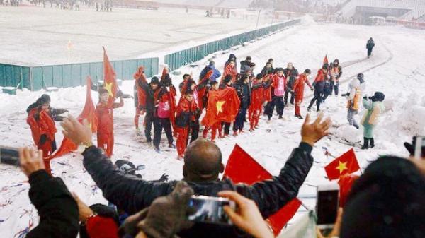 Khoảnh khắc không bao giờ quên: U23 Việt Nam cúi chào tri ân người hâm mộ đã sát cánh trong trận chung kết lịch sử