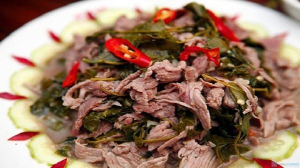 Nao lòng với món thịt trâu nấu lá lồm của người Mường