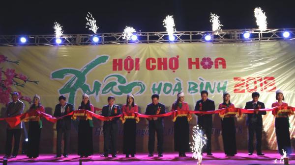 Hòa Bình khai mạc Hội chợ hoa xuân Tết Mậu Tuất 2018
