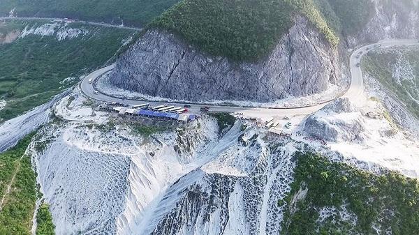 """Chẳng phải đi đâu, không xa Ninh Bình cũng có ngọn đèo """"tuyết"""" trắng đẹp tựa trời Âu"""