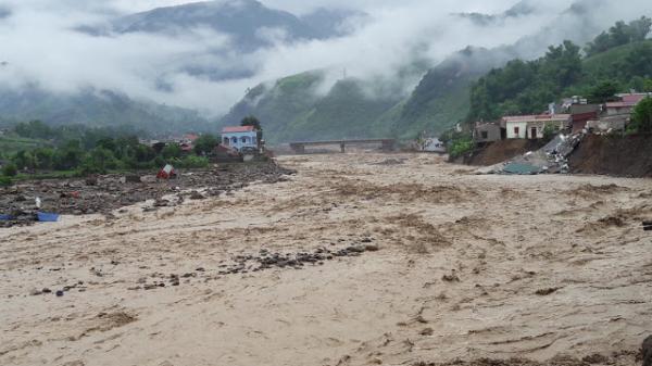 Cảnh báo lũ, sạt lở đất và lũ quét khu vực vùng núi tỉnh Hòa Bình