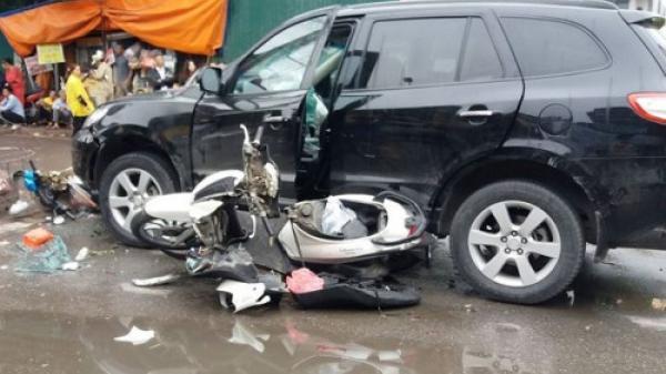 Đi mua cơm cho mẹ, cô gái bị ô tô đâm tử vong trước bệnh viện