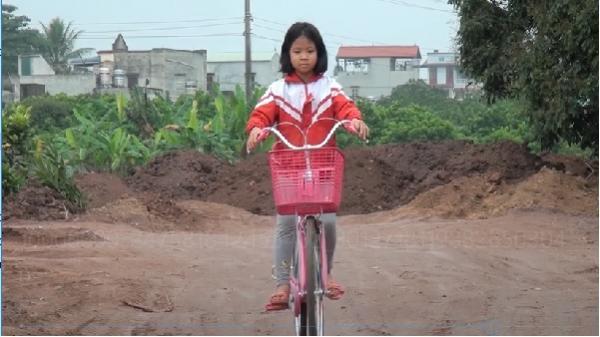 Nghị lực sống phi thường của cô học trò nghèo ở Hòa Bình