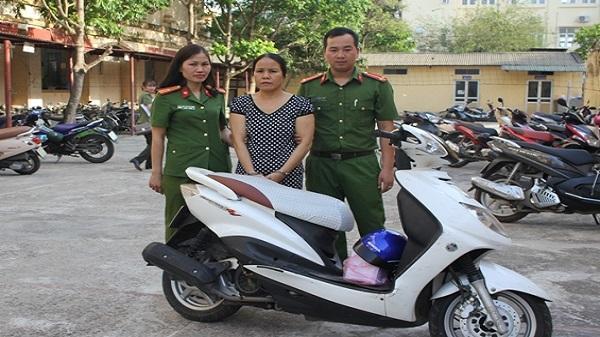 Hòa Bình: Bắt giữ người phụ nữ đi SH vận chuyển 2 bánh heroin