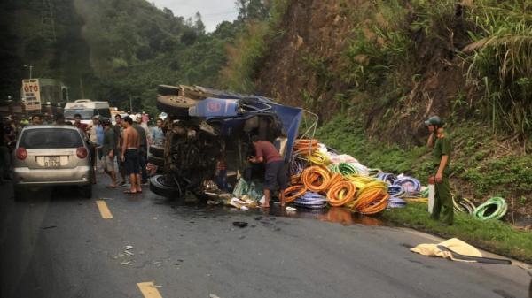 """Hòa Bình: Tai nạn giao thông liên hoàn làm 4 người thương vong, tài xế """"biến mất"""""""