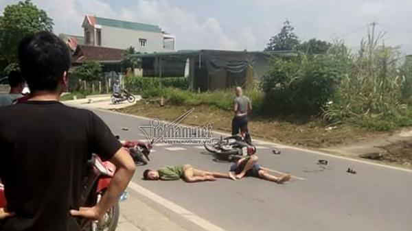 Hòa Bình: Hai xe máy đấu đầu, 3 thanh niên cấp cứu trong tình trạng nguy kịch
