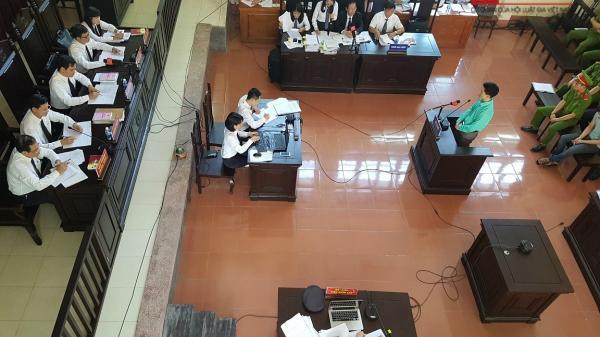 Phiên xử BS Hoàng Công Lương: Tòa chấp nhận chứng cứ mới, bất ngờ quay về phần xét hỏi