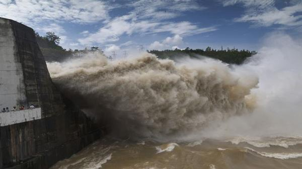 Thủy điện Hòa Bình, Sơn La, Tuyên Quang đồng loạt xả lũ do mưa lớn