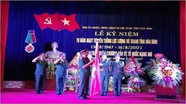 Lực lượng vũ trang tỉnh Hòa Bình đón nhận Huân chương Bảo vệ Tổ quốc hạng Nhì