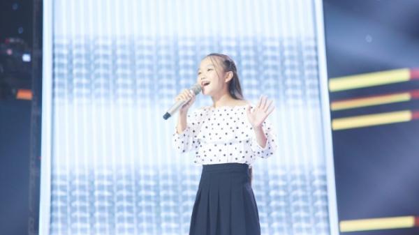 """Cô bé dân ca xứ Nghệ khoe giọng 'ngọt như mía lùi' gây """"náo loạn"""" sân khấu The Voice Kids"""