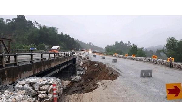 CHÚ Ý: Đường tạm cao tốc Nội Bài - Lào Cai sạt lở, cấm xe tải trọng lớn