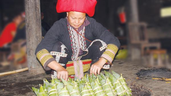 Bánh nhọn của người Dao đỏ ở Bản Khoang, Lào Cai