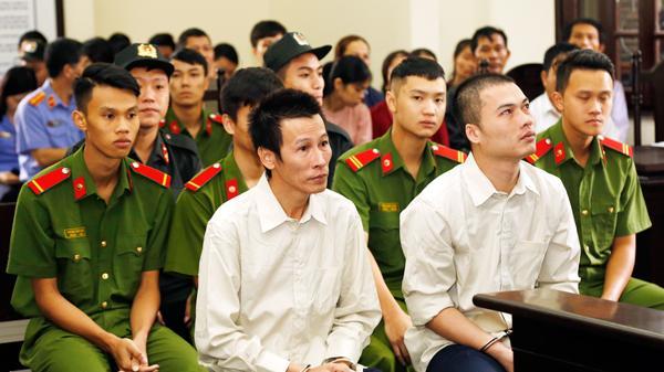 Lào Cai: X.ét x.ử đối tượng buôn bán 329 bánh h.eroin