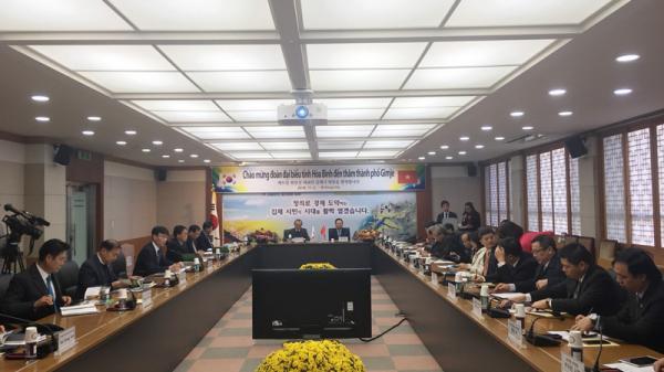 Hội đàm giữa hai đoàn Đại biểu cấp cao tỉnh Hòa Bình (Việt Nam) và tỉnh Jeollabuk- Do (Hàn Quốc)