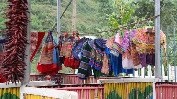 Ngôi trường nằm bên sườn núi ở Lào Cai khiến ai cũng ngỡ ngàng khi ghé thăm