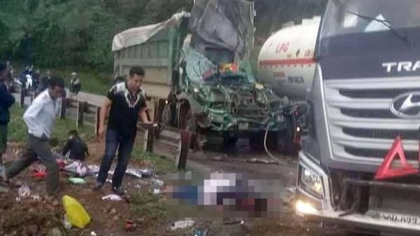 Hòa Bình: Xe tải va chạm với xe bồn trên đường đèo, cabin n.át bét, tài xế nguy kịch, quốc lộ 6 tê liệt