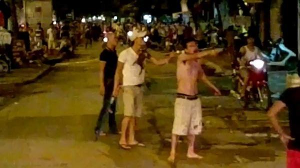 Bắc Giang: Can ngăn đ.ánh nhau, vợ chồng chủ quán hát kaaroke bị ch.ém trọng thương