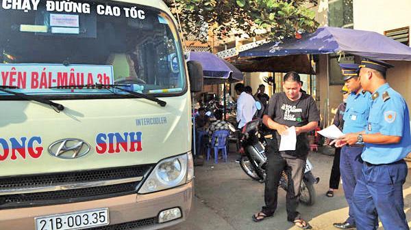 """Lào Cai: """"Nóng"""" xe khách chạy sai lộ trình, đón trả khách tùy tiện"""