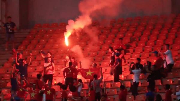AFF CUP 2018: Nếu có pháo sáng trận gặp M.alaysia, Việt Nam sẽ phải đá sân trung lập