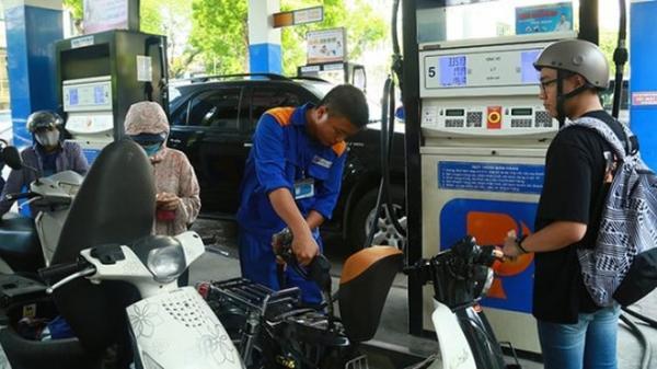 Giá xăng tiếp tục giảm mạnh từ 15h hôm nay, xăng RON 95 về dưới 20.000 đồng/lít