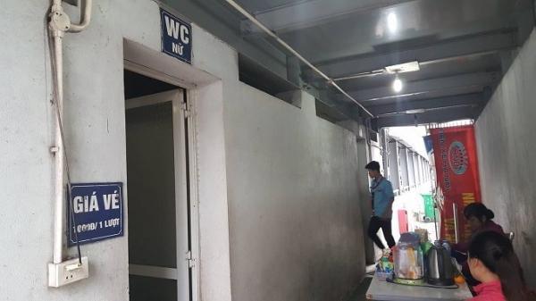 Ph.á cửa nhà vệ sinh công cộng, nhân viên chứng kiến cảnh đáng sợ