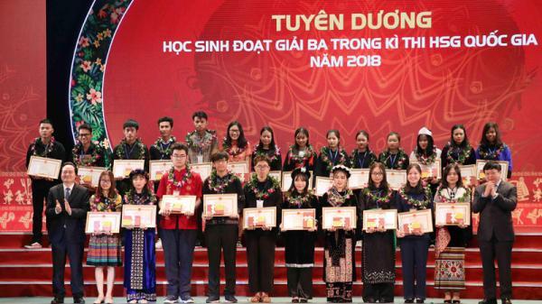 2 học sinh dân tộc thiểu số tỉnh Hòa Bình được TƯ khen thưởng