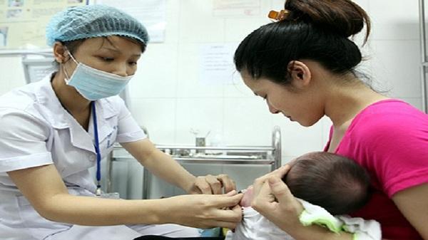 Người mẹ trẻ đứng ngồi không yên vì trót chữa quai bị cho con bằng tổ tò vò