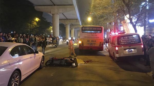 Ngã ra đường sau va chạm BMW, nữ sinh bị xe buýt c.án t.ử v.ong