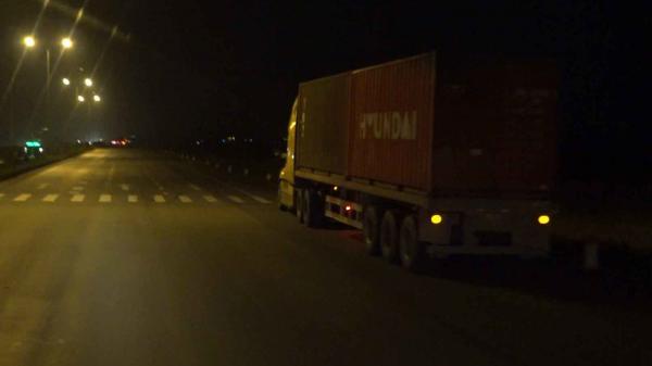 M.a t.úy đầu độc lái xe container tỉnh như sáo 2 ngày 2 đêm