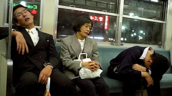 Công ty Nhật Bản thưởng tiền cho nhân viên chợp mắt trong giờ làm việc