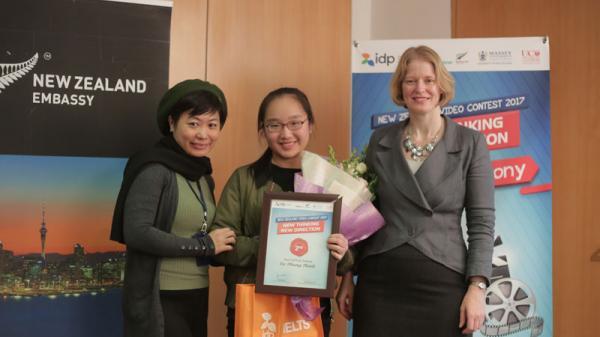 Nữ sinh Hòa Bình giành giải nhất cuộc thi hùng biện tiếng Anh